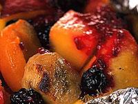 Grilované ovocné balíčky na Weberu